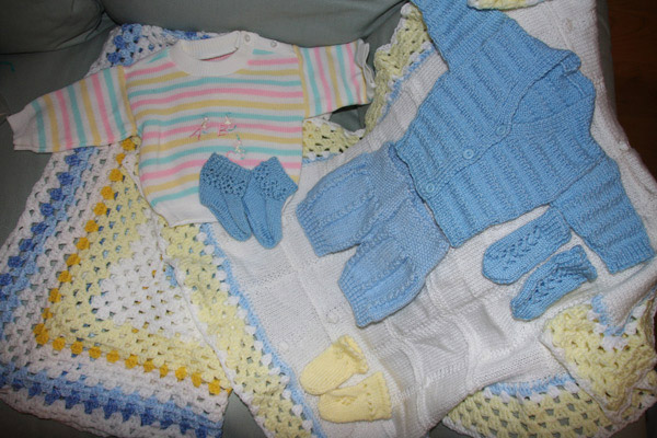 Knitting For Babies Charity : A dentist adopts creche knit square
